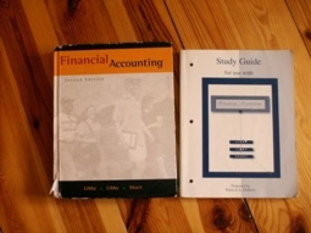 Daiktas Financial Accounting knyga + Study Guide